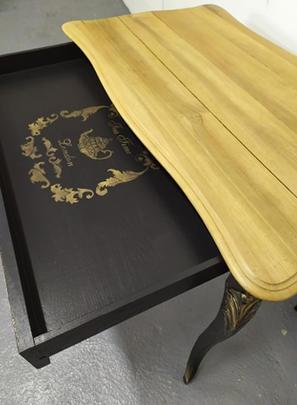 Grand tiroir avec pochoir
