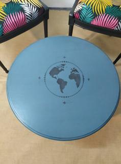 Table relookée, satinelle cyprès bleu av