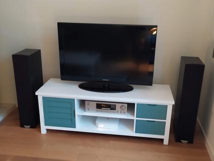 Meuble TV relooké en blanc et impérial