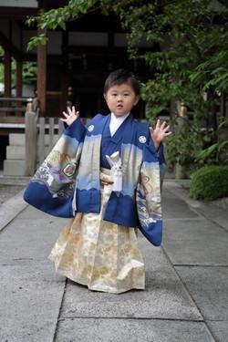 七五三詣りの男の子 滋賀七五三撮影