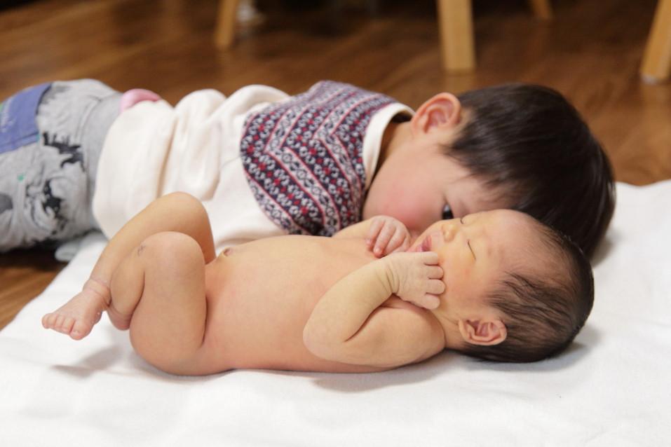 ファミリーフォト 家族写真お兄ちゃんと 赤ちゃんとお兄ちゃん