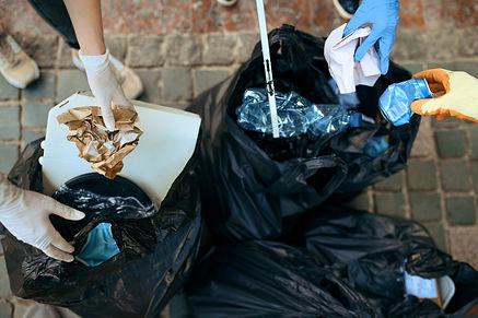 volunteers-picking-trash-in-park-volunte