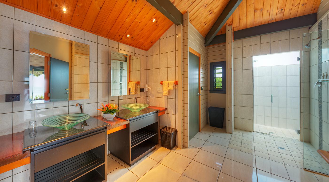 Luxury Ocean Front Villa Bathroomn