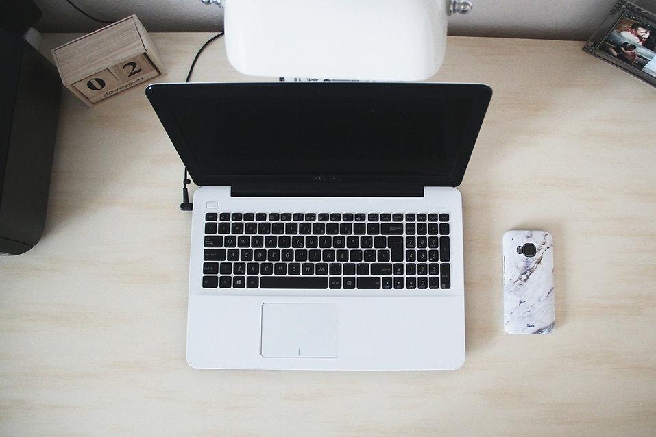 macbook-beside-smartphone-on-desk-669228