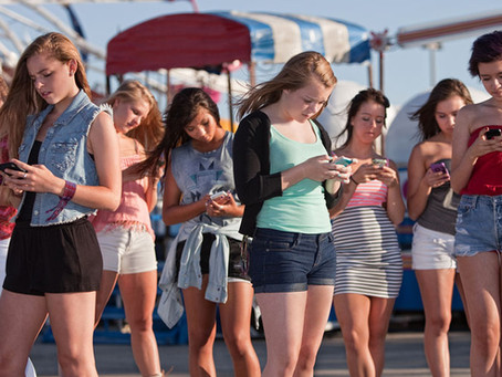 How Social Media Distorts Teens Girls Self-Perceptions