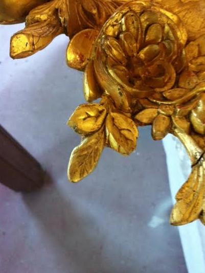 Miroir doré-feuille restituée dorée
