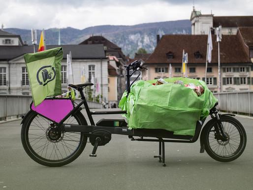 Nous collectons les briques à boisson de la gastronomie soleuroise avec le vélo cargo