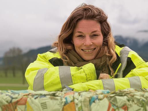 Wohin gelangen die Getränkekartons, die am Recycling-Mobil in Chur eingeworfen wurden?