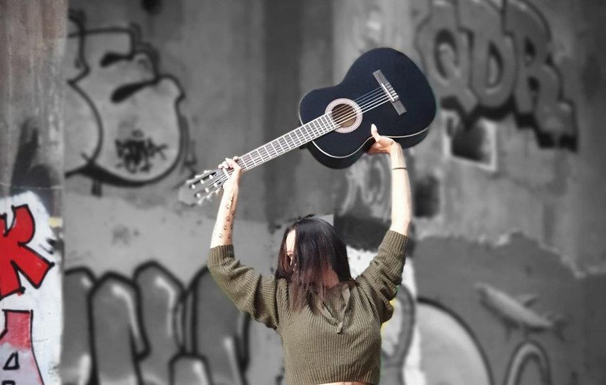 Gitarre%2520oben_edited_edited.jpg