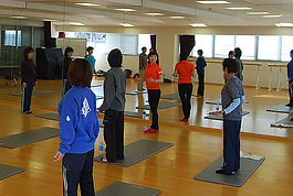 姿勢や体型のことは、月1回開催のグループレッスンなどでも紹介しています。