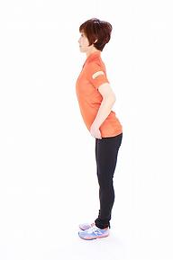 5.上体を胸から前に引っぱるようにして、起こしていきます。90%のところで止めて