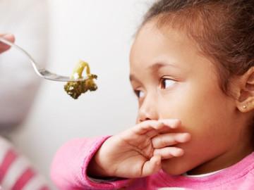 Minha filha não come praticamente nada. Isso é normal?