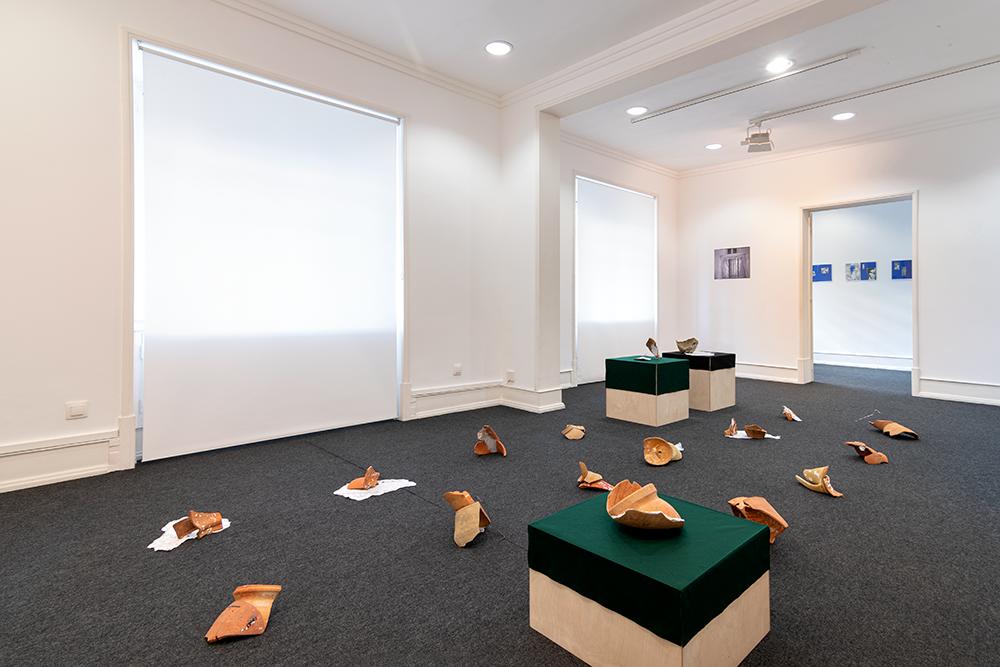 Vista das obras de Rita Gaspar Vieira, Cláudia Fischer e Chrischa Oswald