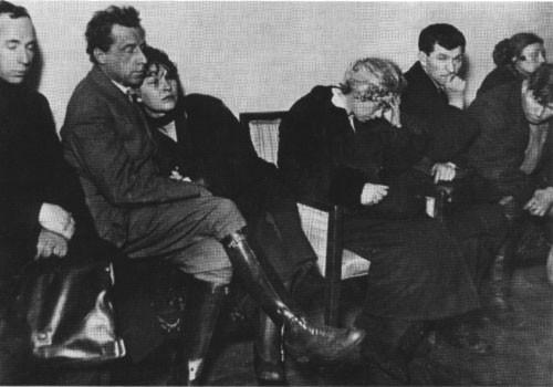 Мейерхольд и Райх на похоронах Есенина