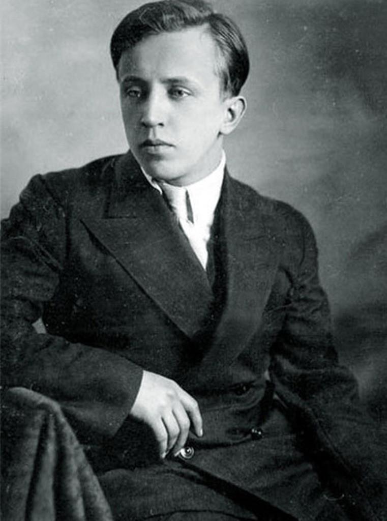 Юрий Изряднов (Есенин)