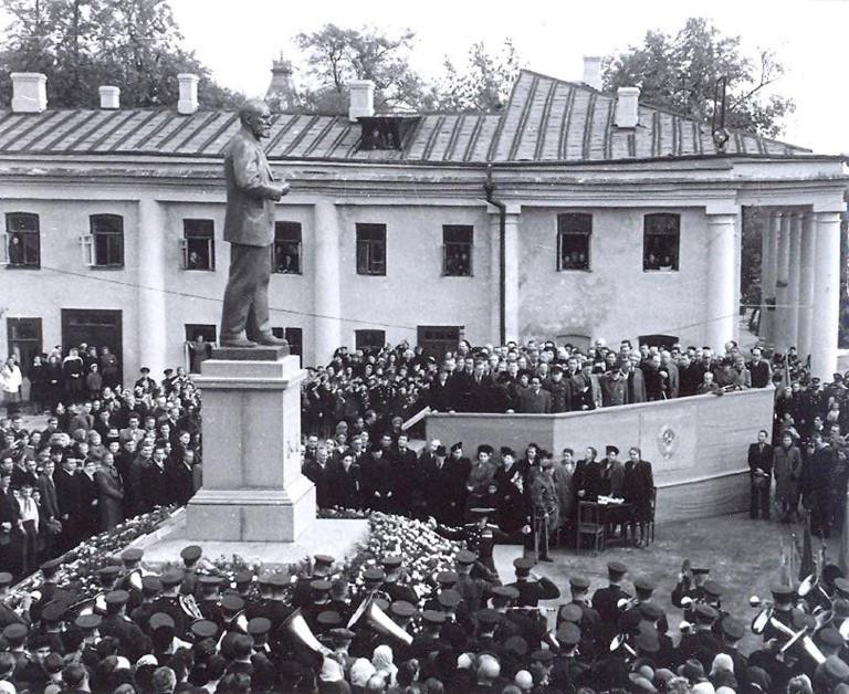 Открытие памятника Павлову в Рязани в 1949 году