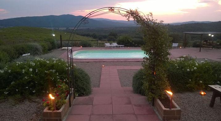 Il tramonto dalla piscina della Villa