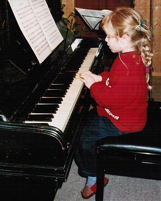 Kind Klavier Musikerin Gesang Frankfurt