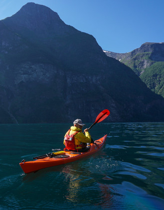 Paddling_deeper_into_the Fjord_Norway_ev
