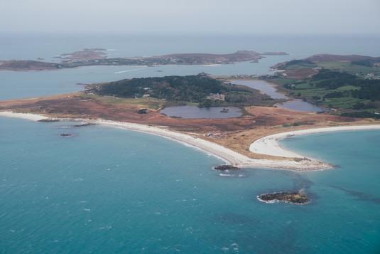 White_sandy_beaches_scilly_isles.jpg