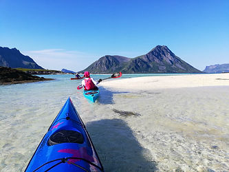 kayaking_over_white_sand_Lofoten_Evoke_a