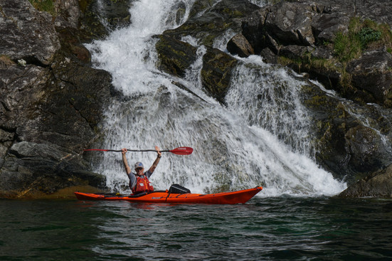 Spectacular_waterfalls_norway_evoke.jpg