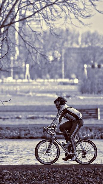 cyclist-3266644_1920.jpg