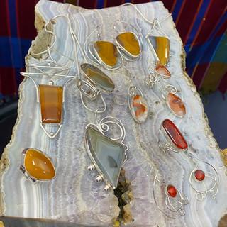 ky agate jewelry on agate specimen.jpg