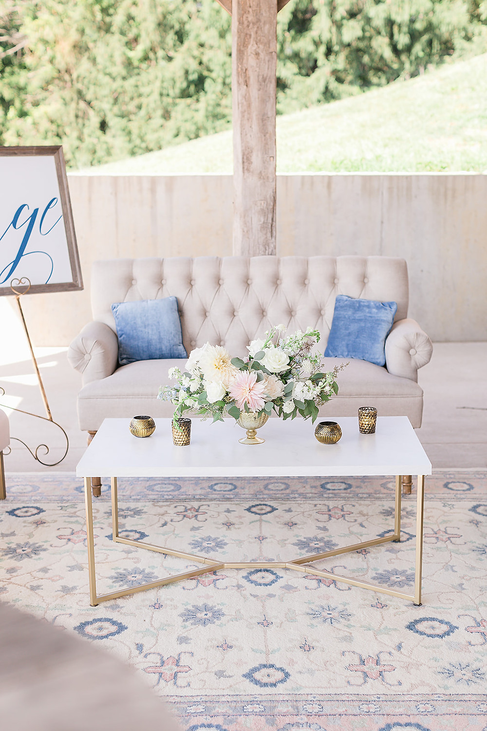 Wedding lounge flowers by Studio Bloom Iowa and furniture from Borrow my Vintage