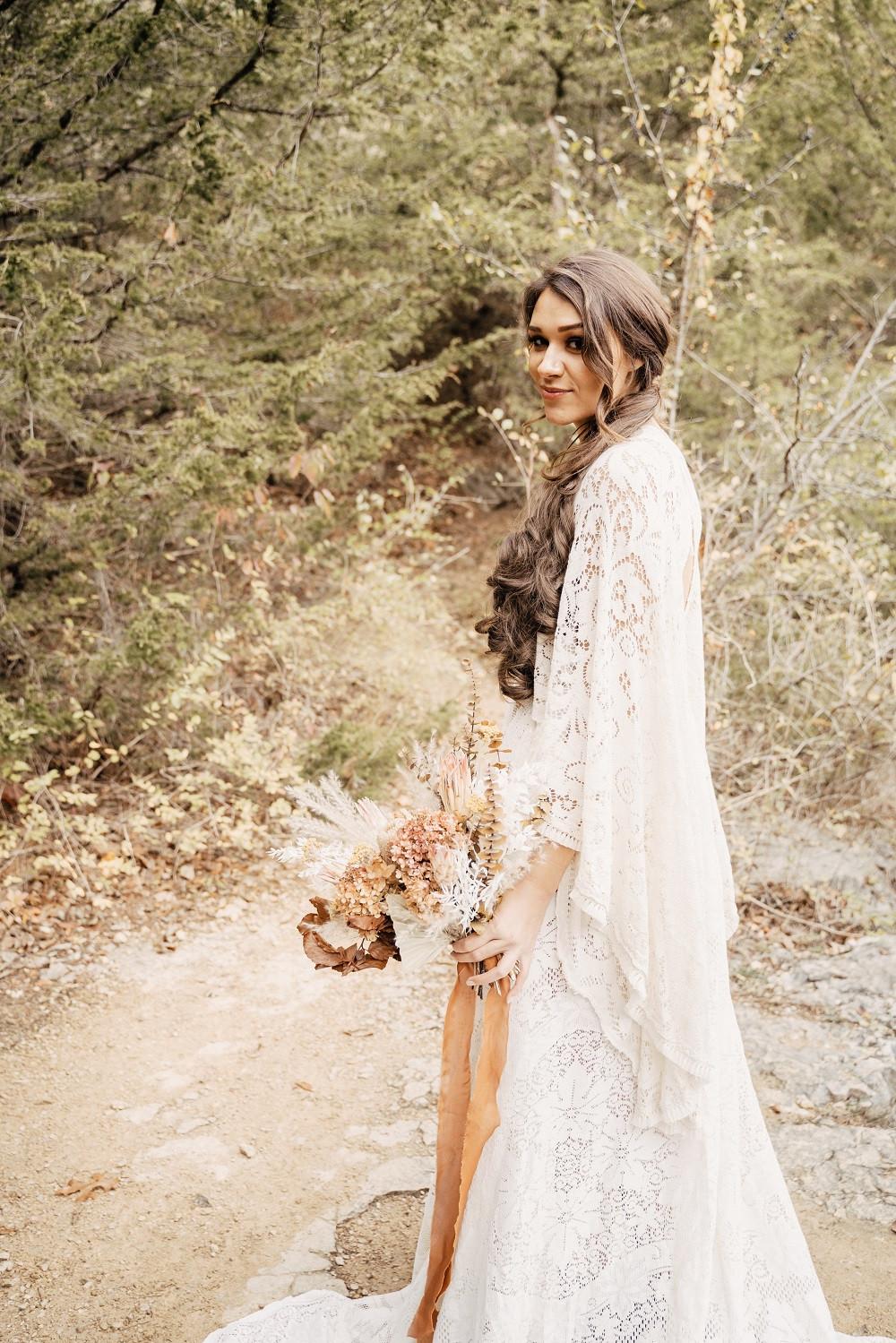 Boho bride with wedding bouquet by Studio Bloom Iowa florist Cedar Rapids