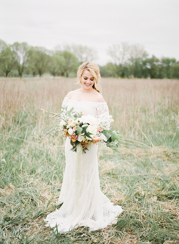 elegant country bride in macrame wedding dress with studio bloom iowa bridal bouquet