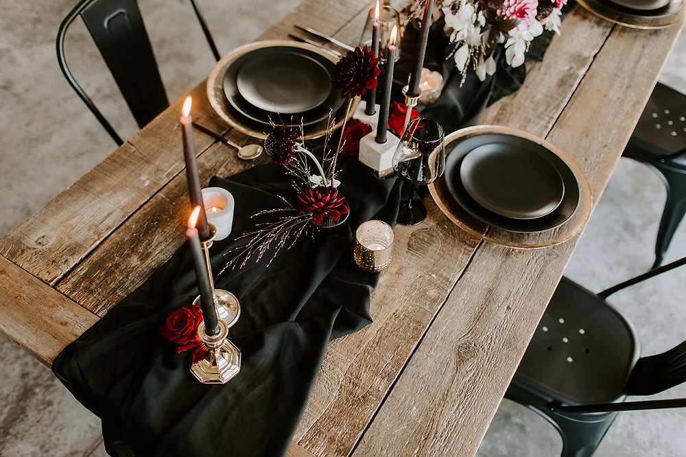 modern black and red wedding tablescape at Ashton Hill Cedar Rapids