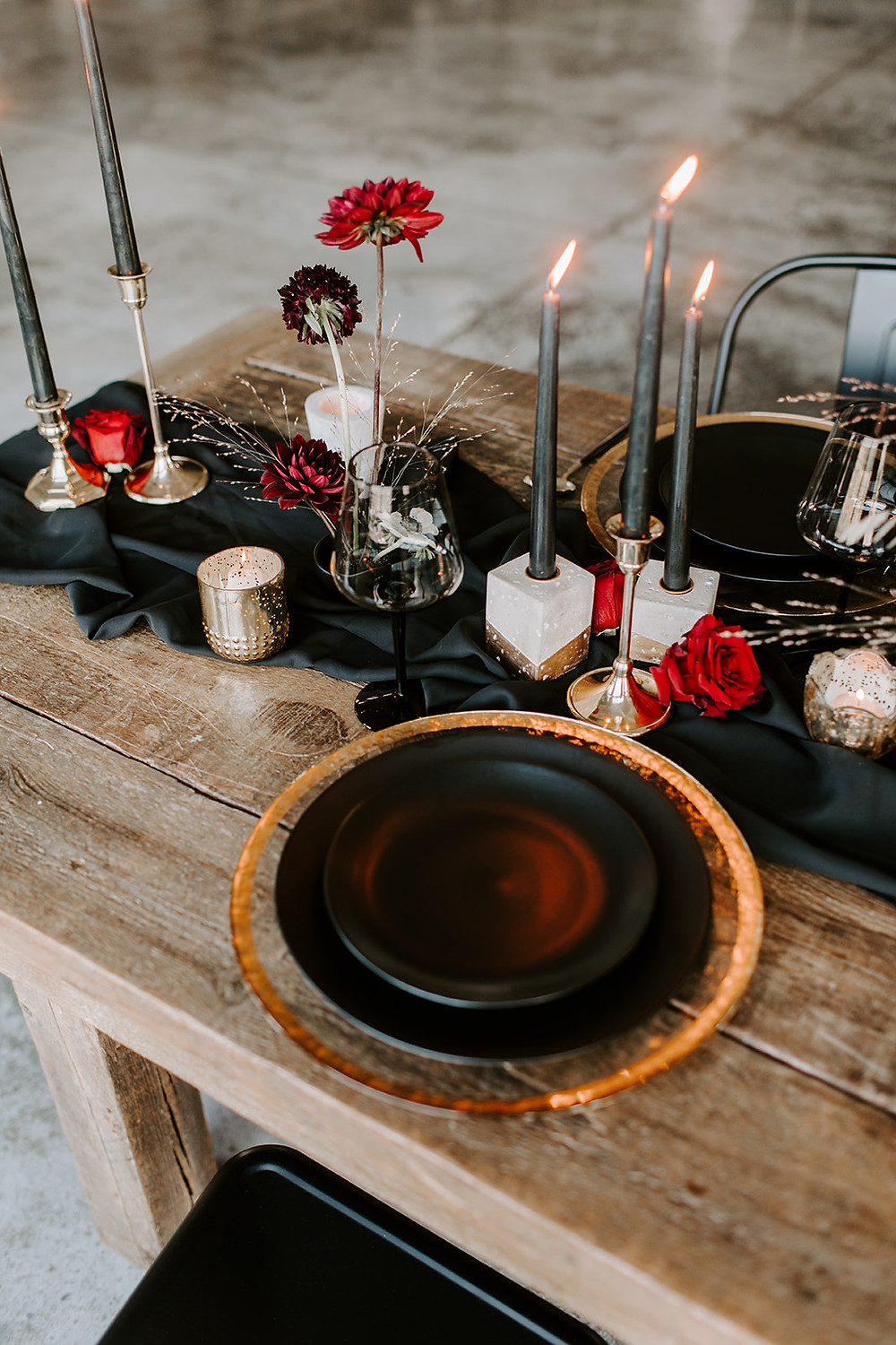 modern black and red wedding reception inspiration perfect for autumn halloween or winter