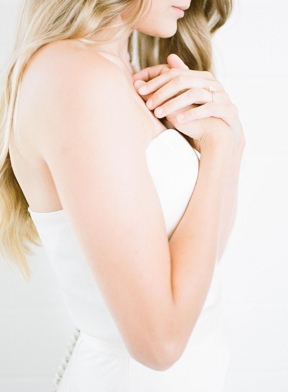 minimalist bride wedding ring detail