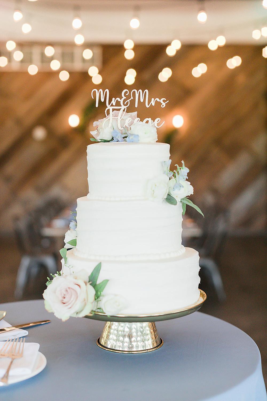 wedding cake with Studio Bloom Iowa wedding flowers