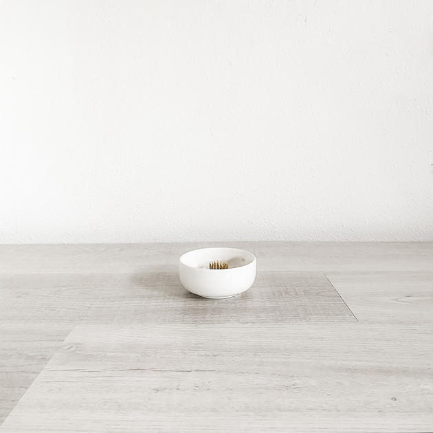 minni white ceramic bowl with pin frog/votive cup