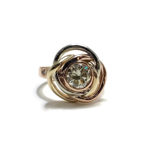 Heirloom diamond bezel set inside celtic knot patten