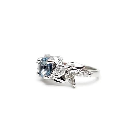 Side profile of aquamarine engagement ring