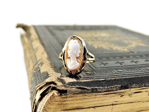 Gold Vintage Cameo Ring