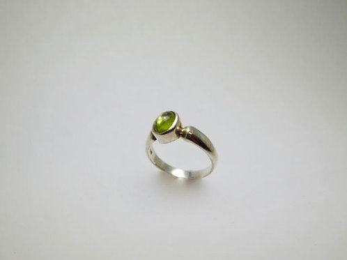 Sterling Silver ring with oval peridot size