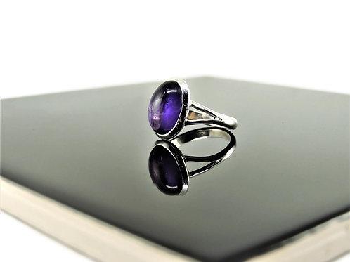 Oval Amethyst Cabochon Ring