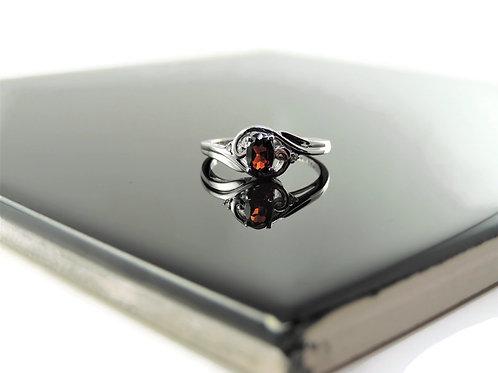 Garnet& Diamond Ring