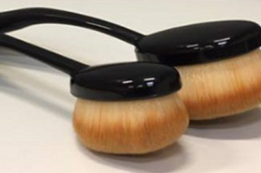 Set of 2 Stencil blending brushes by Sweet Poppy