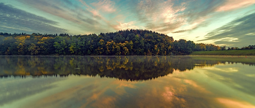 nature-lake-reflection-on-river-5t-2560x