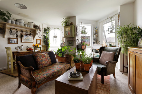 lounge with a lot of antique furniture