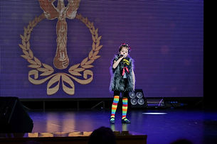 """самая юная участница конкурса и самая юная солистка ансамбля """"Фонарики"""" - Катя Насекина, 5 лет."""