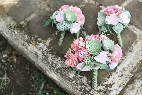 Maid of honor and bridesmaid bouquets
