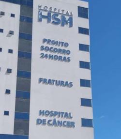 Letreiros em inox - fachada do HSM