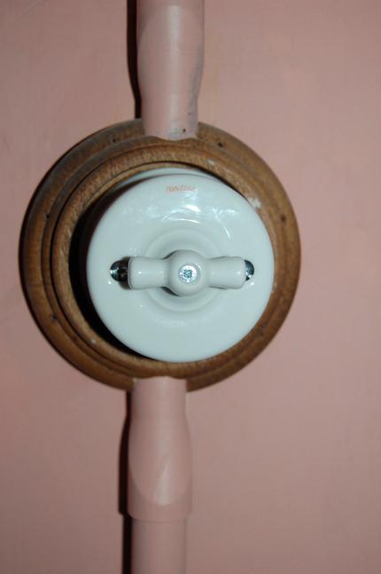 Après restauration : interrupteurs en porcelaine