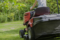 mowing-the-grass-1438159_1920_edited